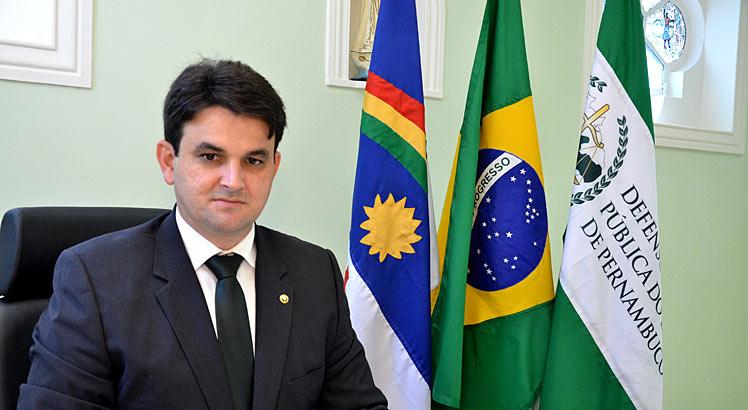 OAB-PB homenageia paraibano reeleito com 95% dos votos Defensor Público Geral de Pernambuco