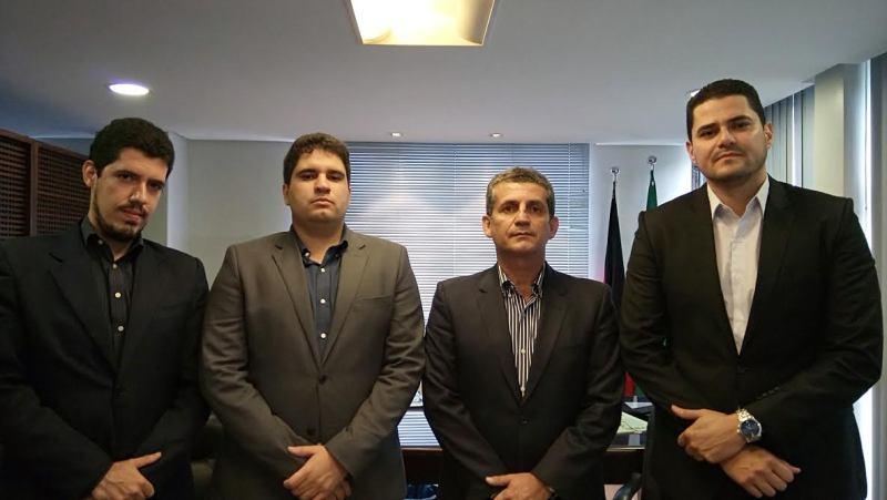 Presidente da OAB-PB recebe visita de advogado agredido em delegacia e discute providências