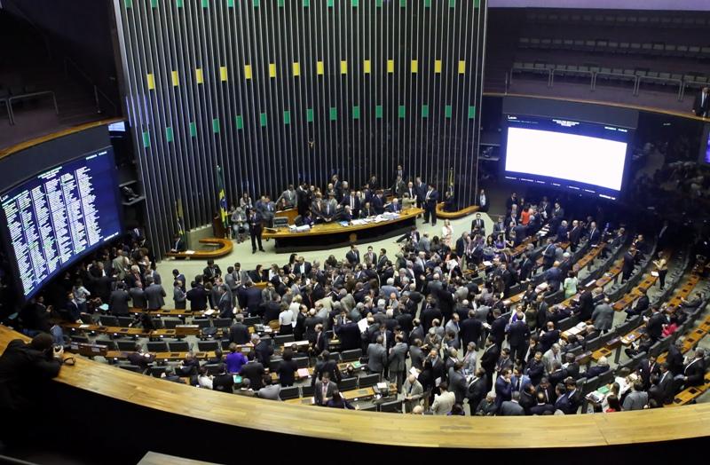 Câmara do Deputados vota projeto que criminaliza a violação de prerrogativas dos advogados nesta terça