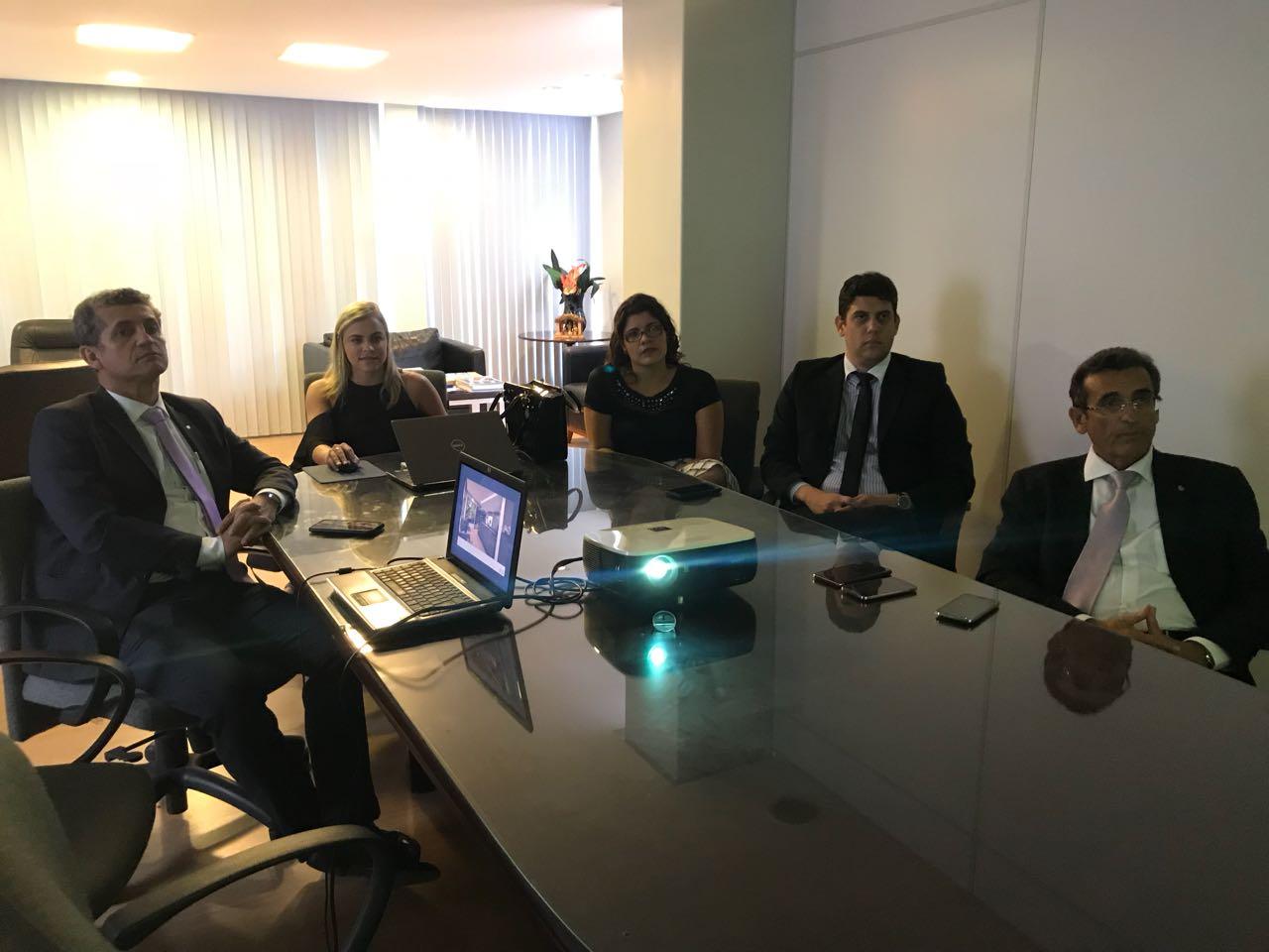 Arquiteta apresenta projeto do Escritório Modelo a diretores da OAB-PB e membros da CJA