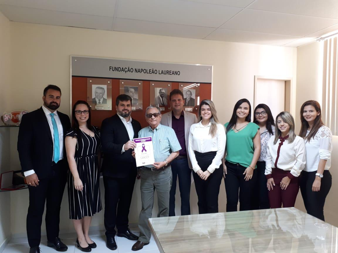 Combate ao Câncer: Comissão de Direito à Saúde da OAB-PB divulga cartilha no Hospital Napoleão Laureano