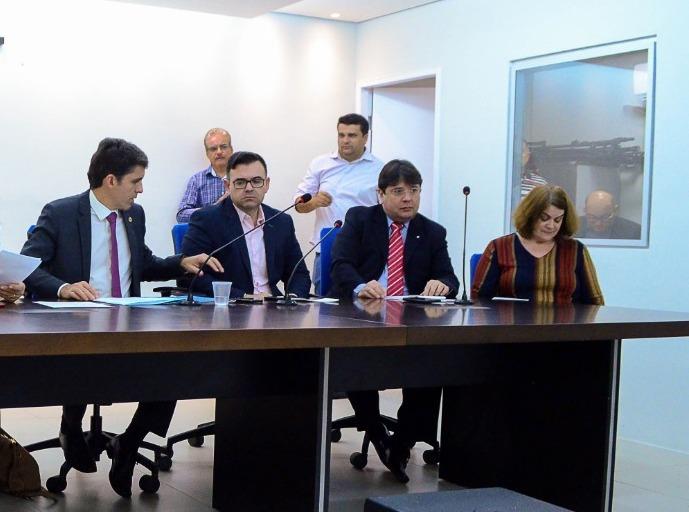 Presidente da Comissão de Autismo participa de debate na ALPB sobre doenças raras