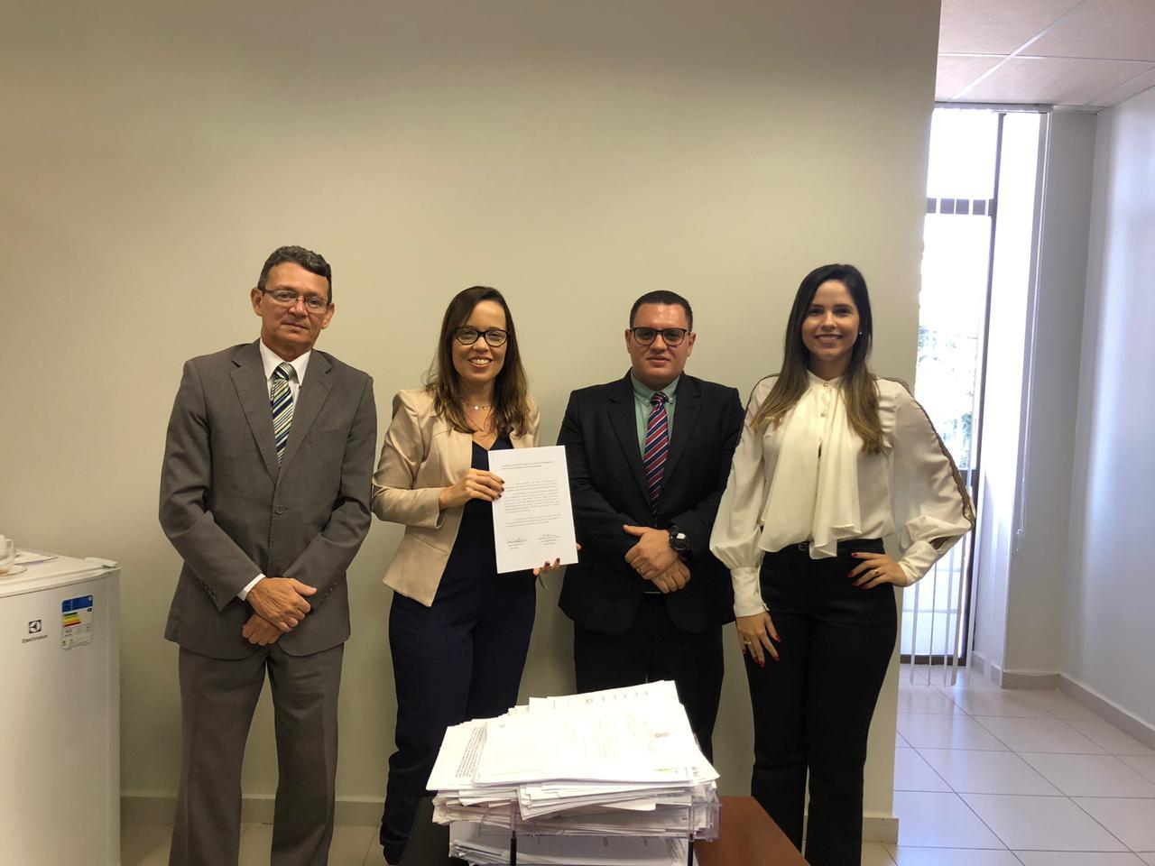 Comissão dos Juizados Especiais da OAB-PB visita e entrega resultado da pesquisa dos Advogados ao 2º Juizado de Mangabeira