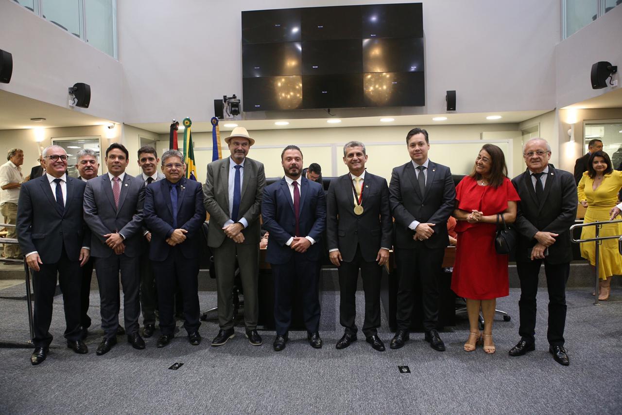 ALPB homenageia Paulo Maia e João de Deus com medalha e título de cidadania