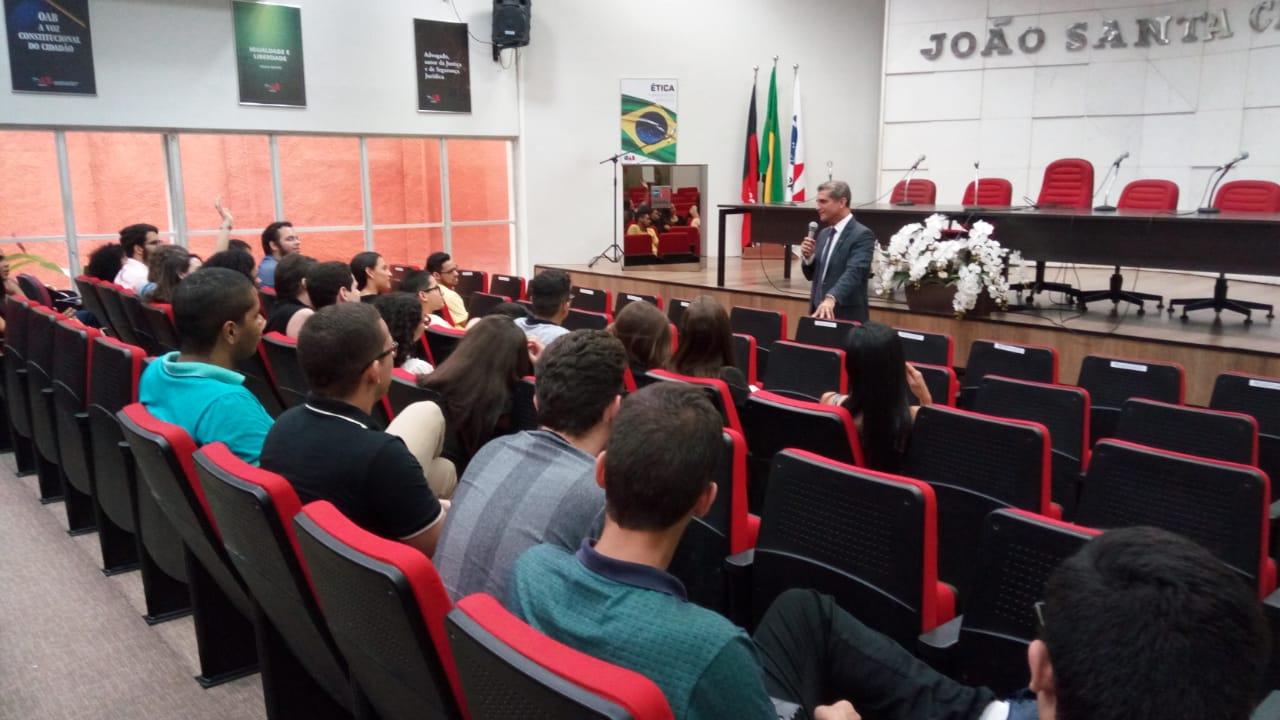 Paulo Maia apresenta estrutura da OAB a estudantes de Direito da UFPB