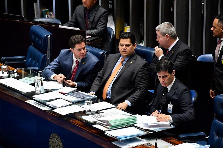 Senado aprova projeto que dispensa de licitação para serviços jurídicos e contábeis